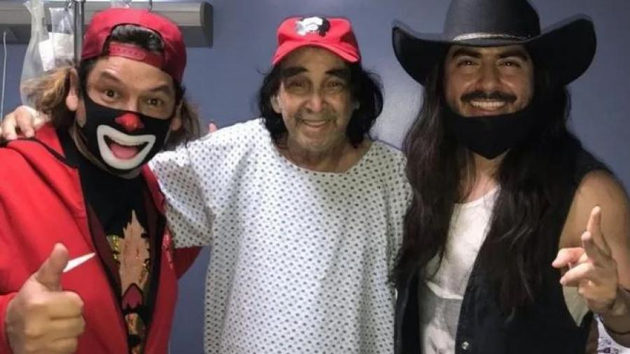 Reaparece  'Cepillin' en público tras su cirugía