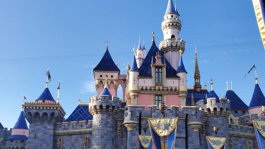 California reduce restricciones, permitirá reapertura de parques Disney