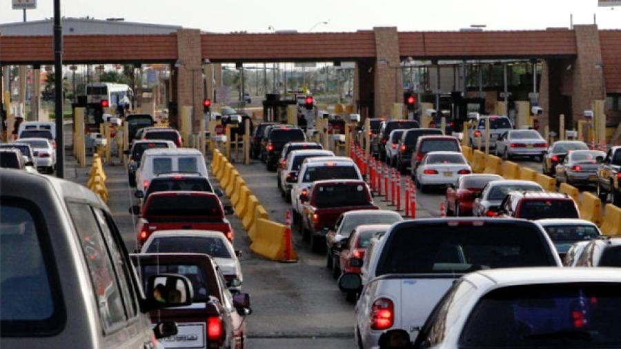 Se extienden restricciones en frontera con EU un mes más