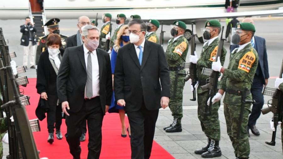 Llega a México presidente de Argentina, Alberto Fernández; sostendrá agenda de trabajo con AMLO