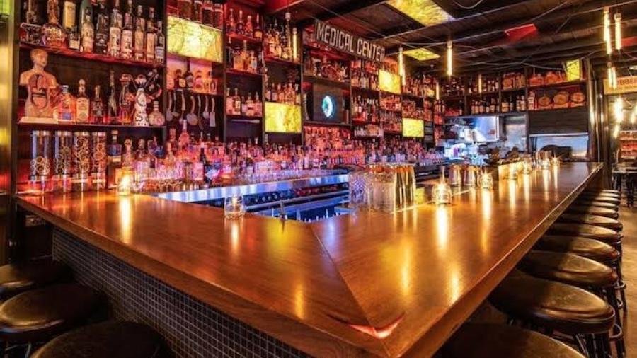 Reabren bares en Condado Cameron