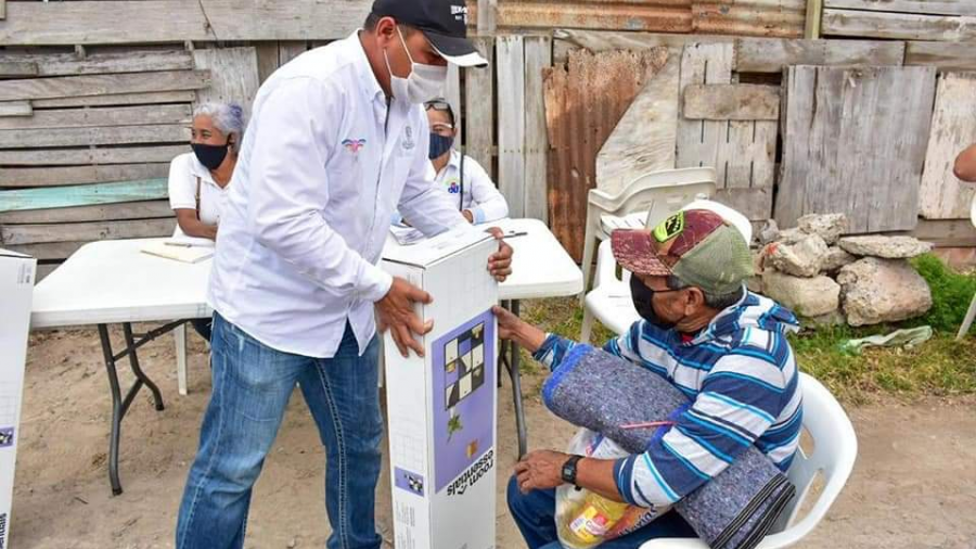 DIF Reynosa apoya a los abuelitos para el registro de la vacuna contra el COVID-19